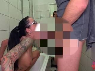 Videovorschau - KRASS! Ihn erwischt beim Freundin anpissen...